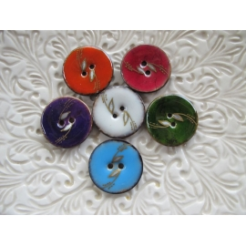 Lacquered coconut button