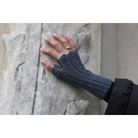 Hot little hands - crocheted fingerless mittens